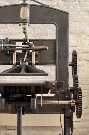 Создание клише и блинтовое тиснение в типографии Москвы